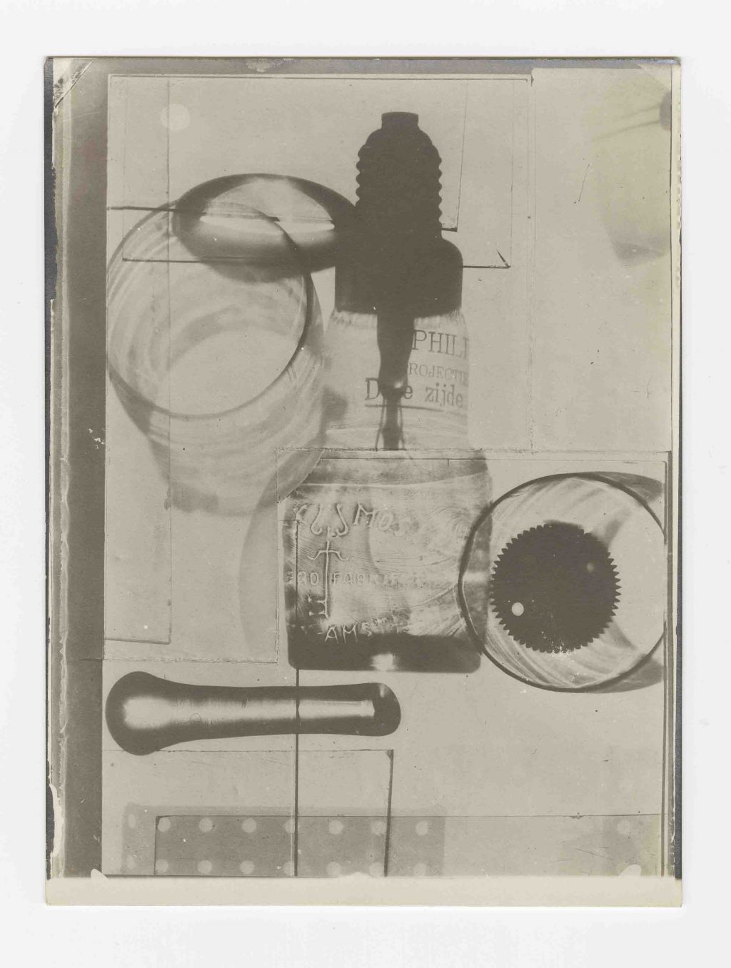 El Lissitzky and Vilmos Huszár, 4 Lampe Heliokonstruktion 125 Volt, Photogram 120 x 90 mm, [1923]. Collection Het Nieuwe Instituut.